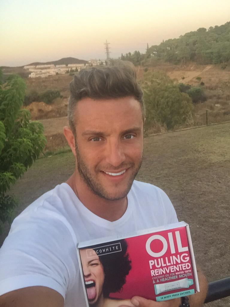 Still keeping my teeth shinning white in Spain with @cocowhiteuk from http://t.co/O81jpsBY1Z #spon http://t.co/TvKntgM4Nw
