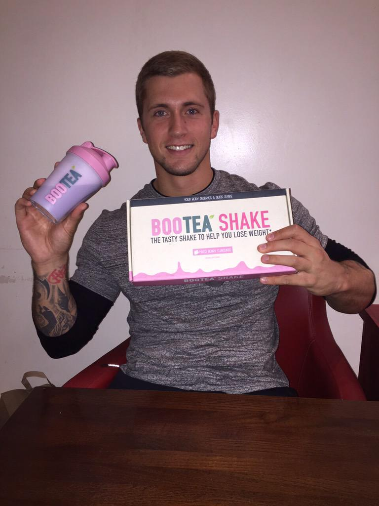 Loving the taste of @BooteaUK shakes! #Smoothie #MixedBerry http://t.co/GORBteNI67 #spon http://t.co/NevWyaKPrM