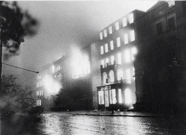 RT @RealTimeWWII: German city of Hamburg has been devastated by bombing: over 40,000 people have burnt to death in colossal firestorms. htt…