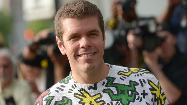 RT @_StarBuzz: .@PerezHilton is guest starring in #GirlMeetsWorld season 2. Get the first photos: http://t.co/uUEOiN4fcc http://t.co/TlGjsZ…