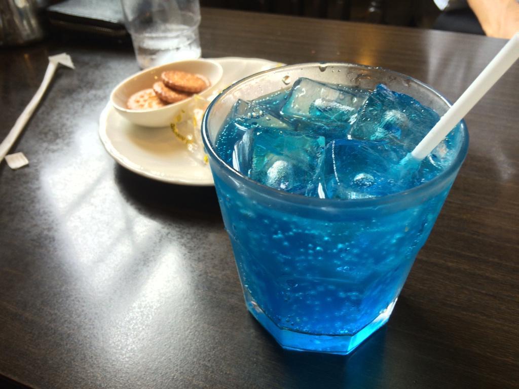 【国際第四紀学会出展中】 本日はご当地名店、喫茶マウンテンにお邪魔しております。 なんと、「ノーベル賞」というドリンクを発見したのでオーダーしました! 凄い青いです…さすが青色LEDご当地ですね。青色一号でしょうか。 http://t.co/ZoV5ibiwb9