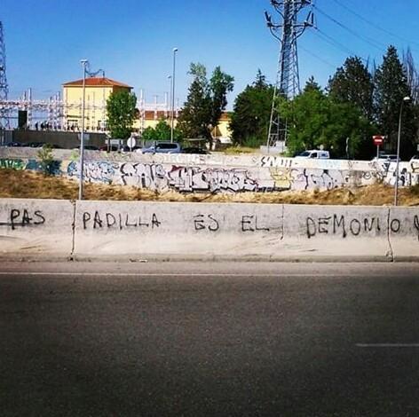 Pintadas, grafittis y otras mierdas del arte hurvano ese. - Página 2 CLLG9S-WcAAl_0m