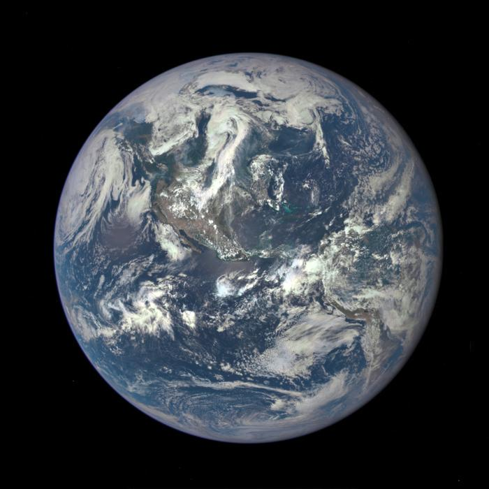 #NASA satellite camera takes an 'EPIC' new photo of the sunlit side of #Earth http://t.co/WD9jkTRTNs #Bluemarble