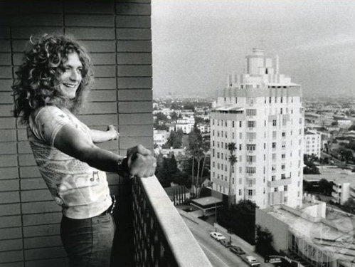 "#ThrowbackThursday, @RobertPlant looking over @TheSunsetStrip from a balcony of ""Riot House""(Photo cred: Peter Simon) http://t.co/XjCQMvbVMC"