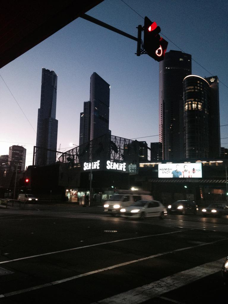 Dawn over the Melbourne aquarium - getting ready for the HR Game changer! #hrgcoz http://t.co/KI9N0YdtZE