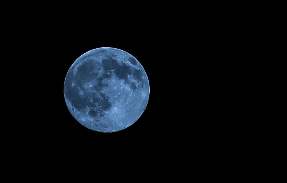 Moon Tonight http://t.co/q9zWCZTa9F