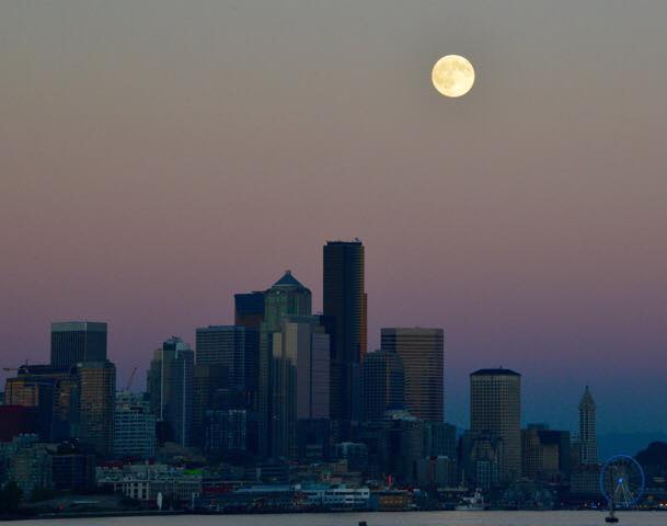 Seattle's blue moon.  Looks like a painting doesn't it? Inspired again. http://t.co/Mfi8kxZkxH