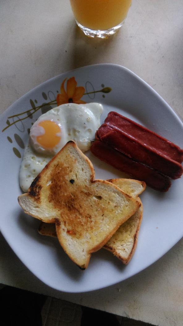 #WannaKnow what I had for breakfast...flanks, Soft fried eggs and butter toast bread.. #healthyeating #9jafood #TGIF http://t.co/GmwOp1J1a2