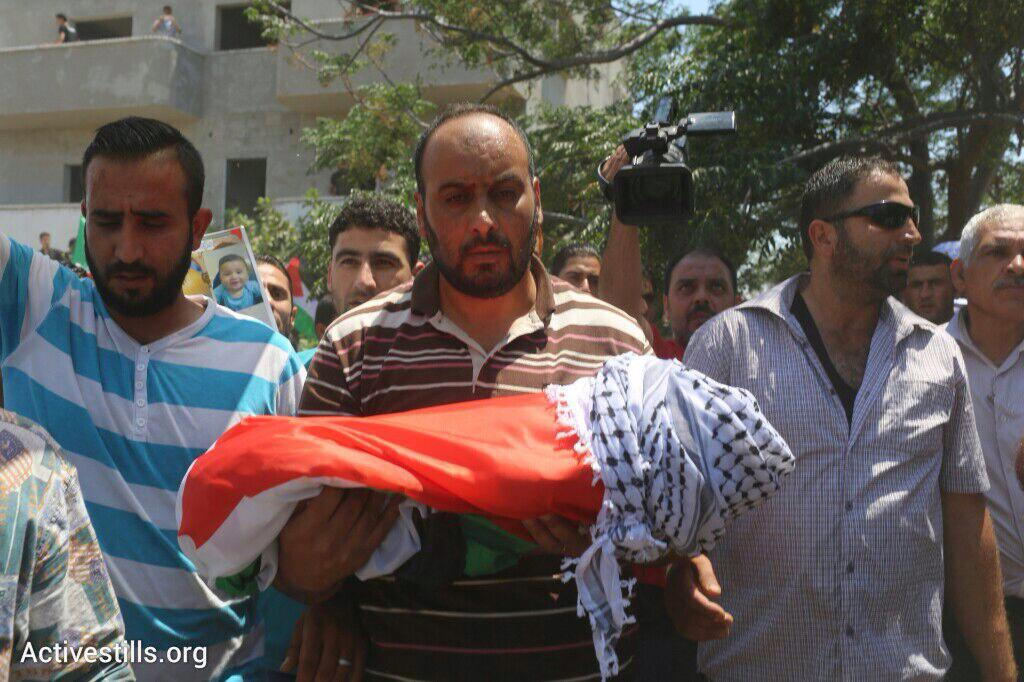 Manifestations et colère après la mort d'un bébé Palestinien  CLPnX-SVAAAgNQ0