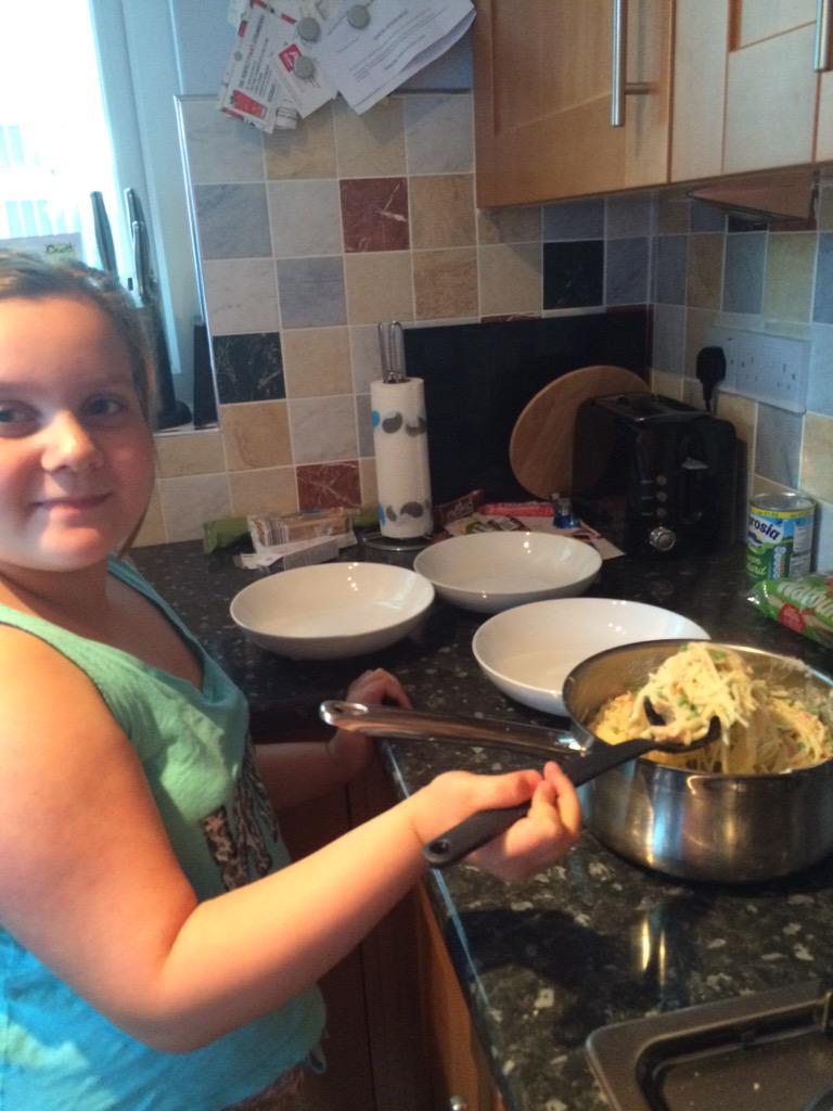 RT @Karen_p10: @lisafaulkner1 Hope you are enjoying France. Ami made your pasta dish again 😀 xx http://t.co/h64F1RdIr0