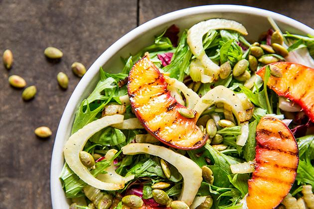 Peaches on the grill this weekend!! Do it. Easy Grilled Peach Salad from @cgantz. http://t.co/G6farNI0U9 http://t.co/4hFtdIs4K7