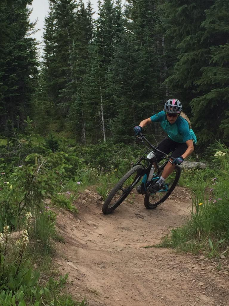 Vapor Trail to Government to @StrafeOuterwear. #bikesnowmass @AspenSnowmass http://t.co/3oEob38sqG