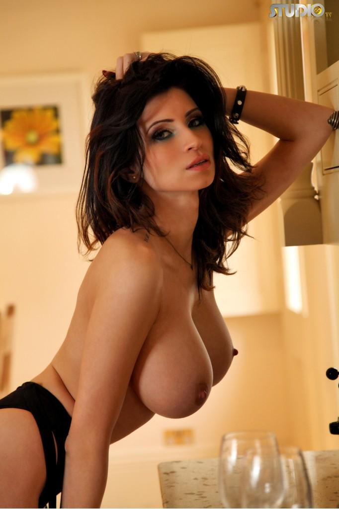 Lilly Roma  - Night night, twitter @Lillyroma1