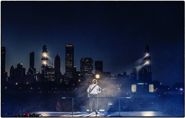 Thank you Chicago! A night and a skyline like no other #Lollapalooza #outthere #lolla2015 http://t.co/XWm1BRidwD