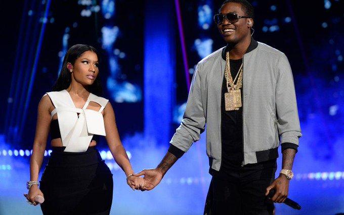 Nicki Minaj reportedly dumps boyfriend/opening act Meek Mill following Drake beef: http://t.co/FpqdlW3hbS
