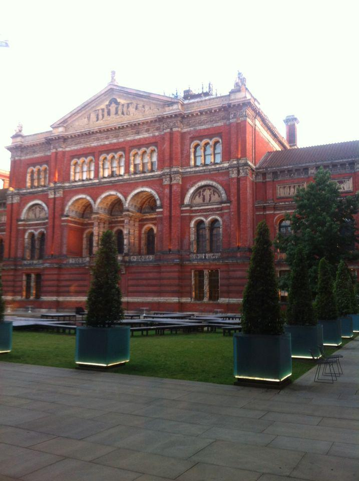 The sunrise adds to the serene mood in @V_and_A this morning :-)  #savagebeauty http://t.co/xaAl73QDMB