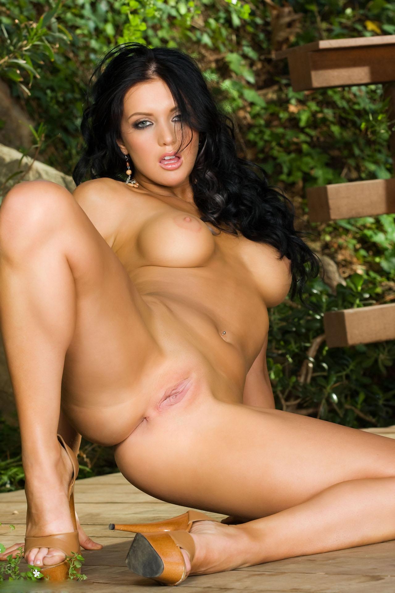 Brunette naked picture