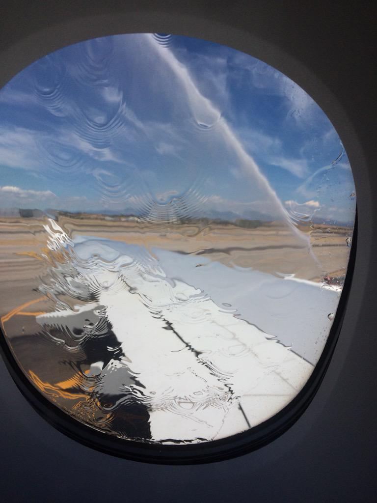 A lovely water cannon salute to welcome the inaugural @emirates @airbus A380 in Madrid. http://t.co/TRea9noLe3