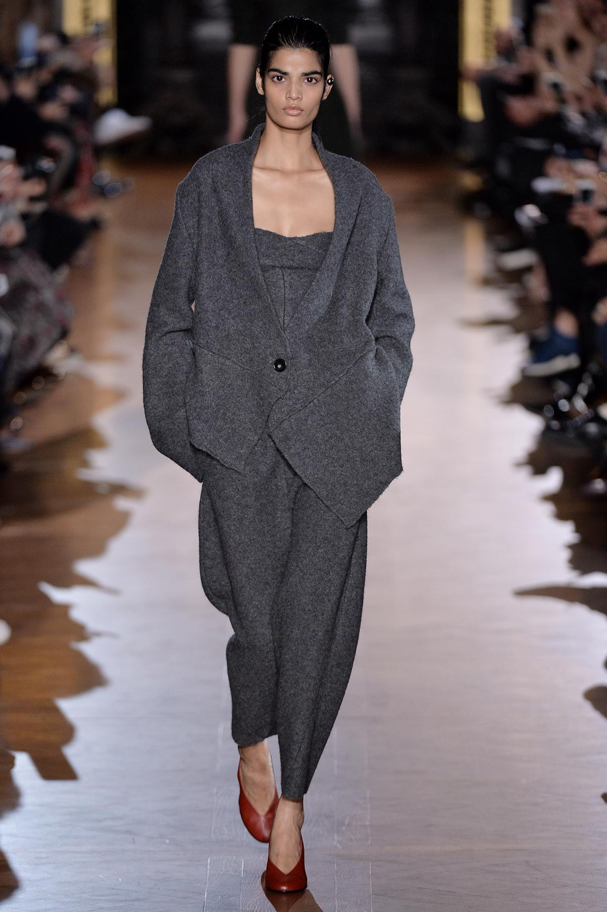 RT @MATCHESFASHION: Effortlessly luxury JUST IN from @StellaMcCartney – shop now: http://t.co/uVaiRTNnoK http://t.co/4UP9Zw5fTG