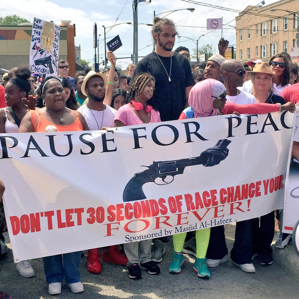 Thanks to NBA superstar @JoakimNoah for marching for peace in Chicago. I respect this young man a lot! #KeepThePeace http://t.co/R1BgBfDo1j