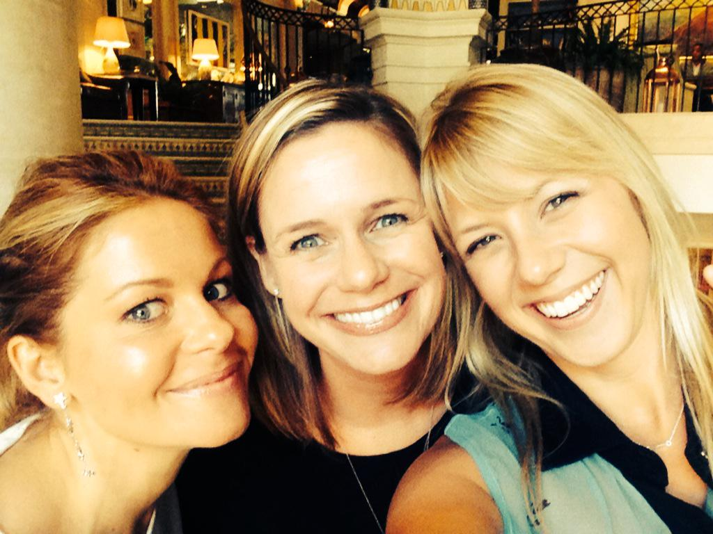 Enjoying a nice Saturday brunch with my #fullerhouse ladies! http://t.co/MHoDFxptCA