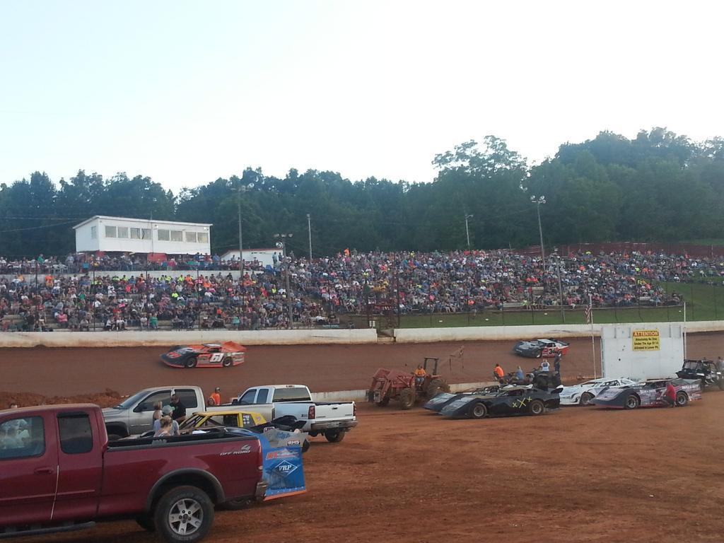 Tazewell Speedway On Twitter Big Crowd Here Tonight Httptco