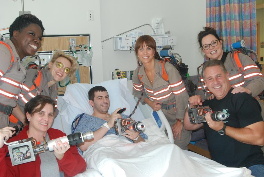 That's nice.  Some Ghostbuster cosplayers visited this guy in the hospital. http://t.co/xZNMo9D3Yu