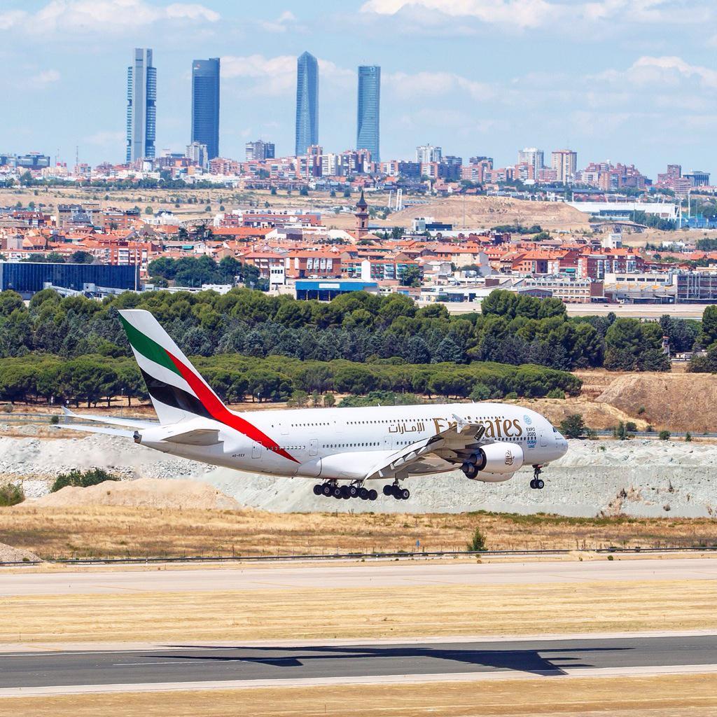 @controladores Así vi llegar por primera vez el A380 de Emirates a Madrid. Gran logro tenerlo a diario http://t.co/6K6rE08xqC