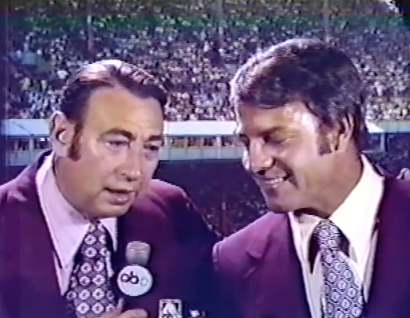 Howard Cosell introduces his new MNF colleague Frank Gifford during the preseason of 1971 http://t.co/sffBsGODSr