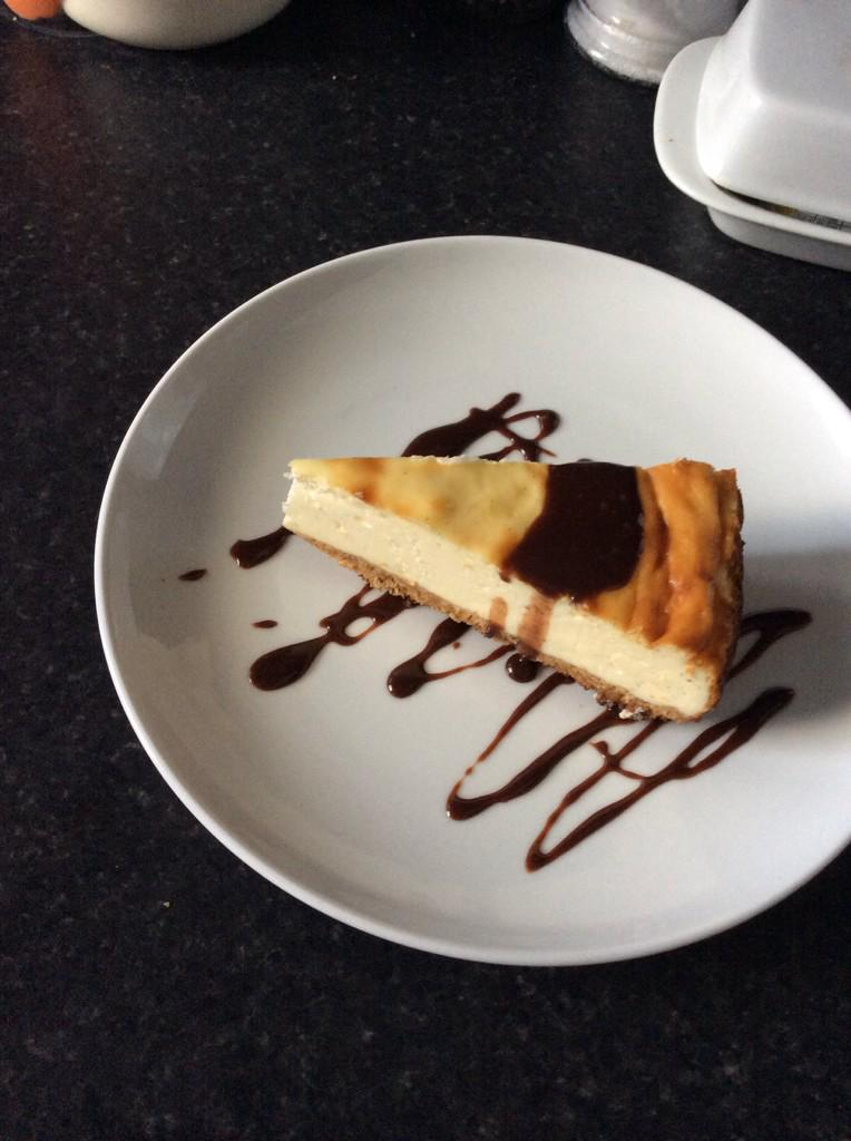 Baked this bad boy earlier....#newyorkcheesecake http://t.co/SmsIkKc8QX