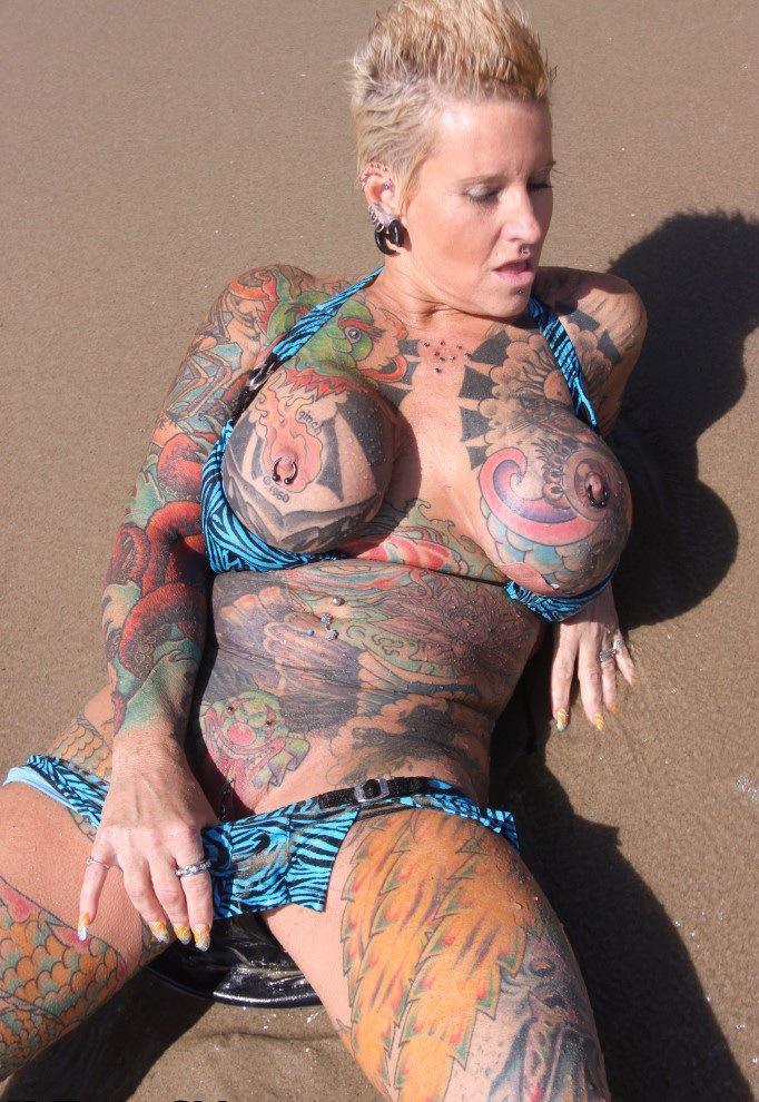 Tattooed Woman Nude 31