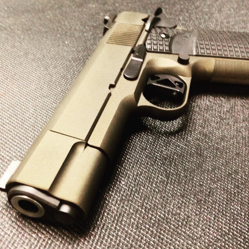 5ce4b3c4c70 #evolutionarmory #burntbronze #custom1911 finished up this commander.  Shoots as good as it lookspic.twitter.com/GqM68E3aZB