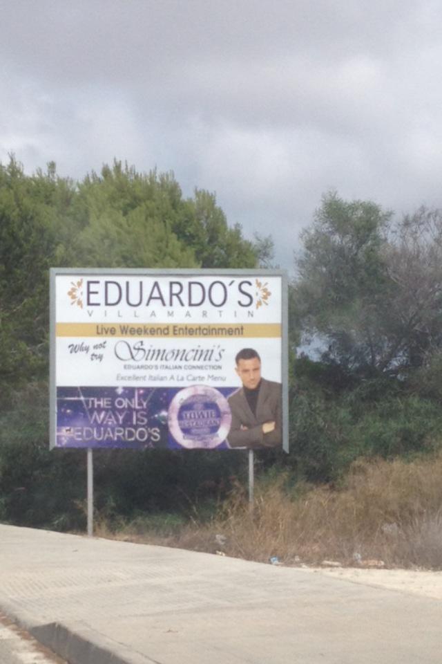 RT @londondavey: @elliottwright_  @eduardosgroup nice sign near my house! Everyone go visit! It's awesome http://t.co/QbgwWmA6ls