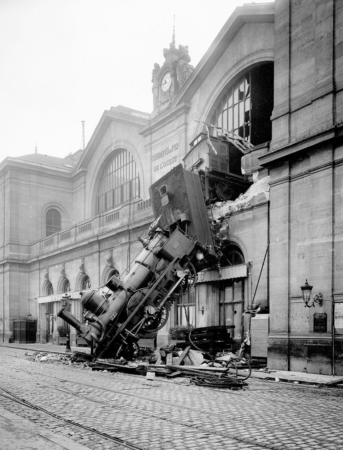 RT @mashable: Even trains from 1895 were not designed to be vertical: http://t.co/LRy5r3Yhl8 ht @theretronaut http://t.co/6q2RDalZBj