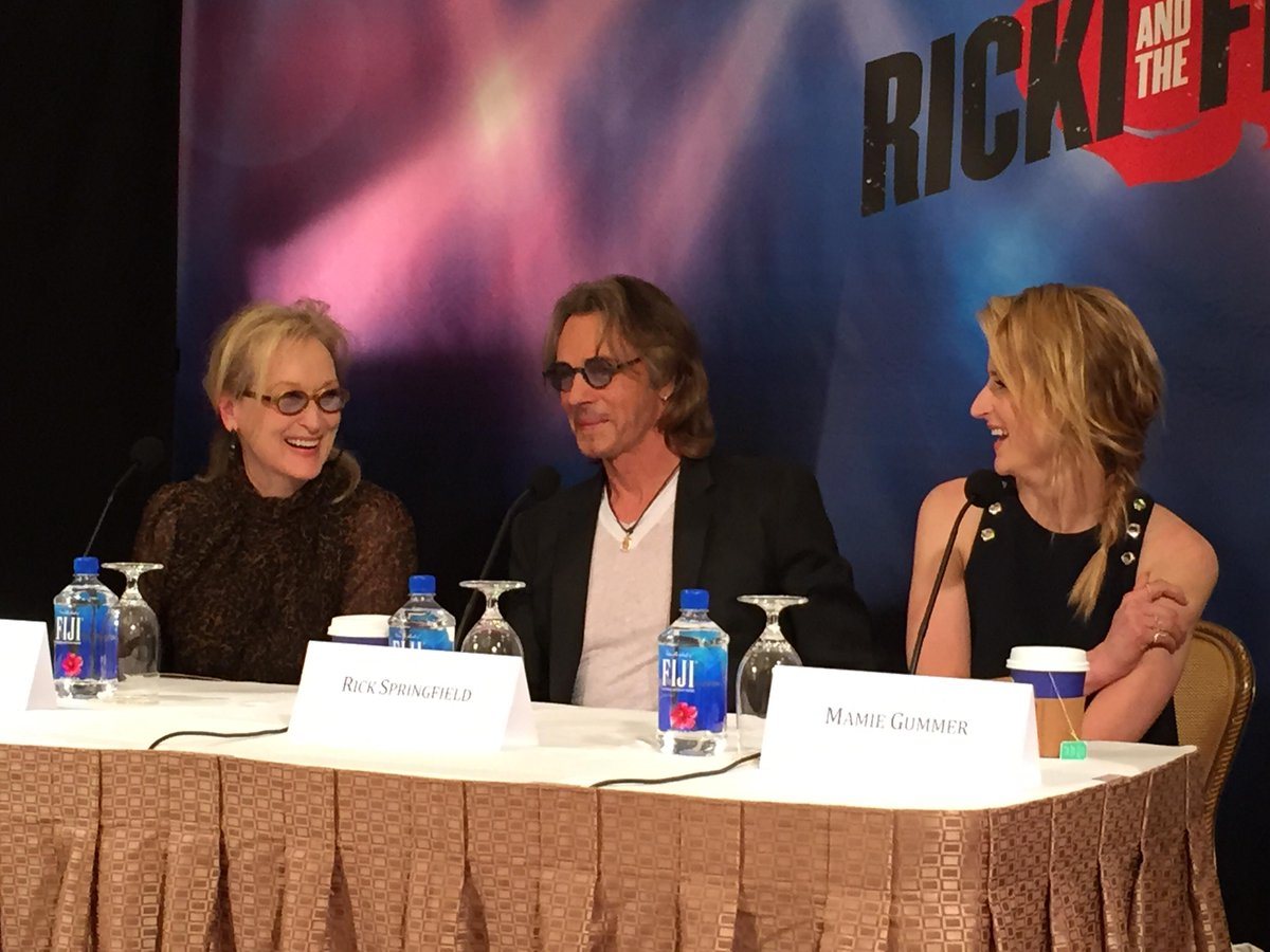 Love this @RickiMovie #rickijunket #rickiandtheflash moment between #merylstreep & @mamiegummer @rickspringfield http://t.co/pVR75ptFPH