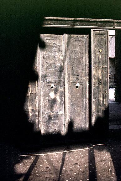 #ds106 Daily Create. Sliding doors #Herculaneum 1st c. Bits behind glass panels R original carbonised wood. Vesuvius! http://t.co/E8Mredc818