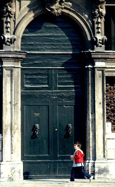 #ds106 Daily Create. Find a door. My favourite door: Campo San Polo #Venezia #Venice http://t.co/i97Bz1HKsn
