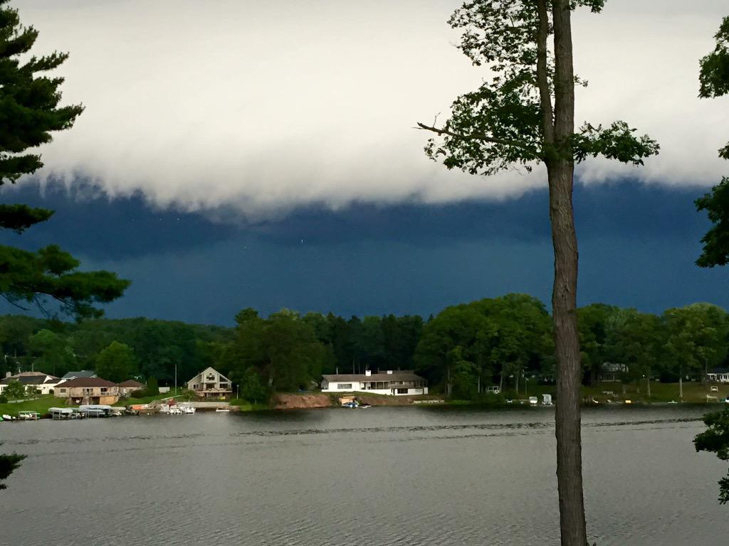 Over Mona Lake. Scary. #PureMichigan @aaronofseyer @alananehring #MKG http://t.co/tNCOyt5mpn
