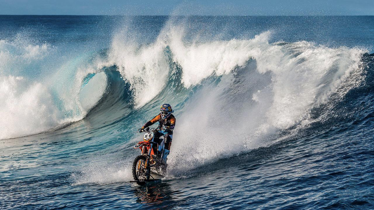 RT @mashable: Aussie daredevil surfs waves on his motorbike in mind-blowing footage http://t.co/hhZFs9dkFw http://t.co/nsJHbetAlw