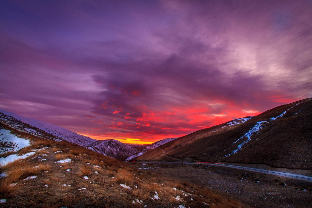 Wow. RT @GibbstonValley: Another stunning sunrise on the way to the winery: #gibbstonvalley #nzwine #winelovers http://t.co/uuhsa09Xp2