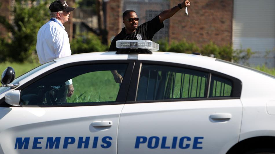 RT @mashable: Memphis police name suspect in officer's killing http://t.co/cMhxeS9Yef http://t.co/UTMSlIhzu3