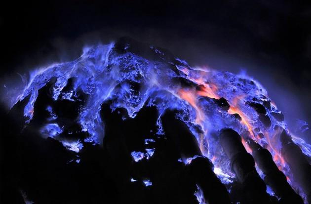 Api Biru Kawah Ijen - AnekaNews.net