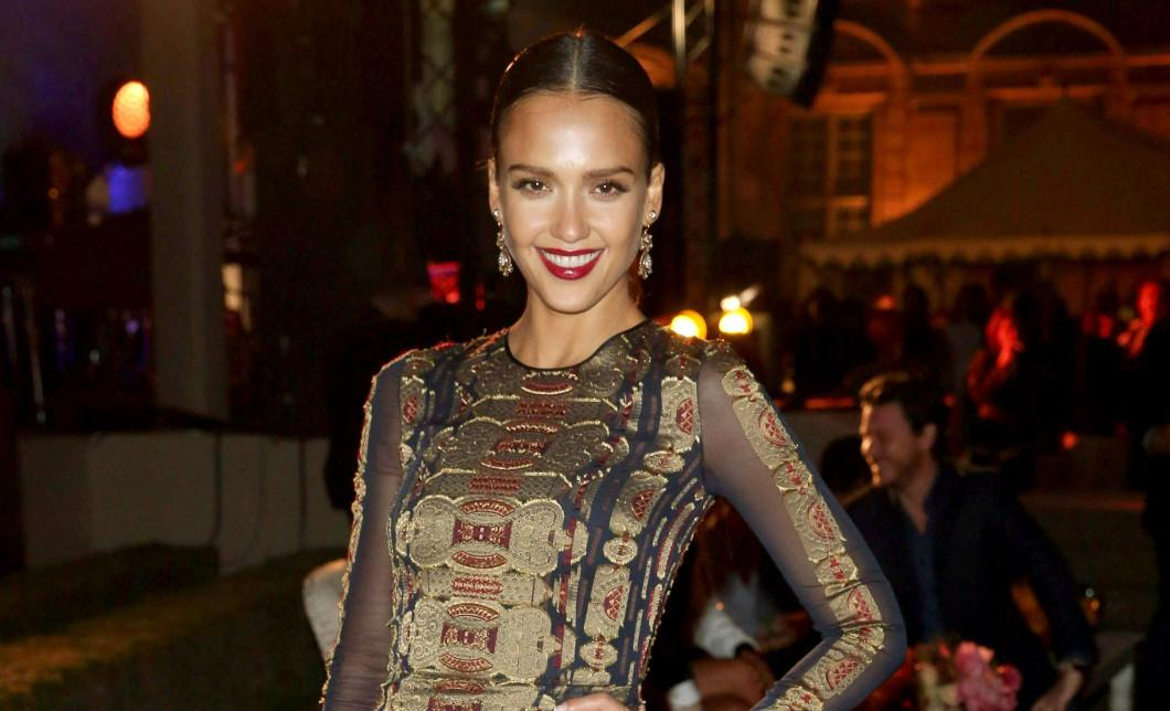 Jessica Alba's Honest Company under fire after all-natural sun cream doesn't stop sun burn: http://t.co/3aUTQLPDJf http://t.co/698IJ36ZpV