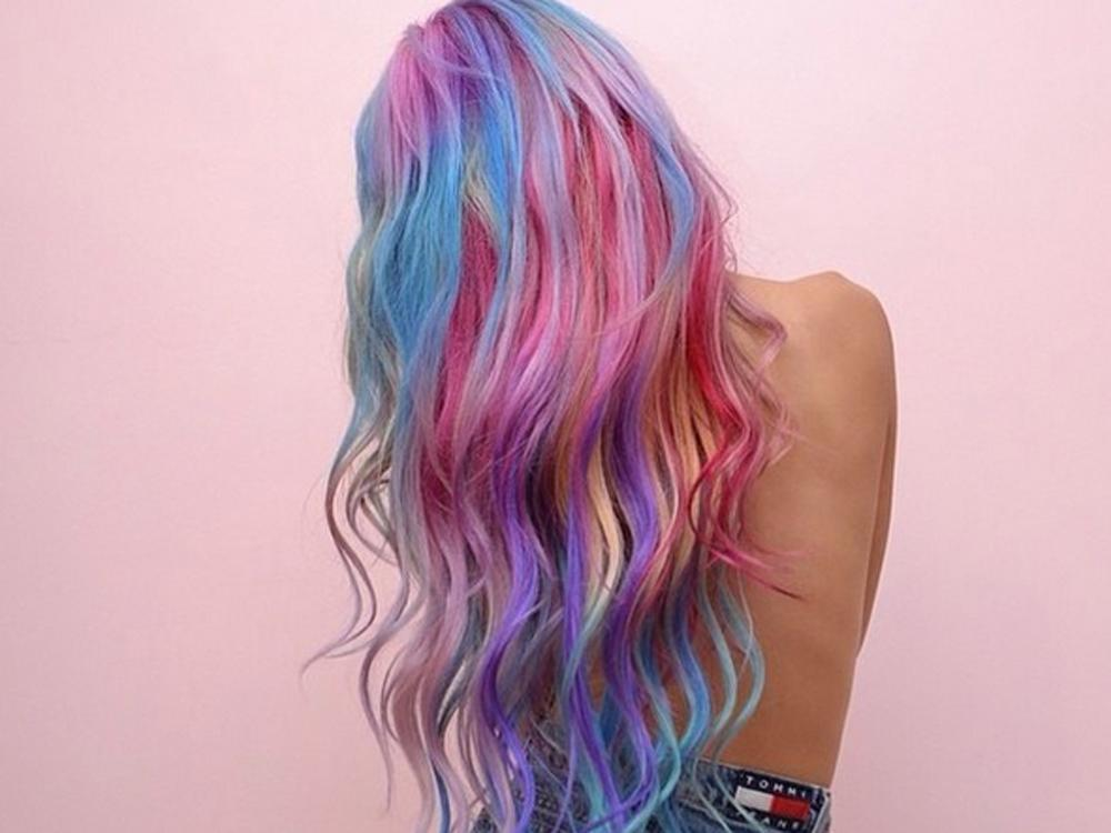 Which celeb has just got in on the sand art hair trend?! WHOA: http://t.co/30iHiKyvJr http://t.co/GAjmYwyORj