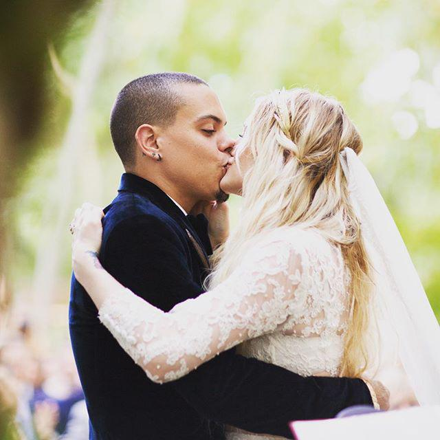 See Ashlee Simpson's cropped top and full skirt wedding outfit: http://t.co/sUvoABbmkP http://t.co/N6j5GUrE7s