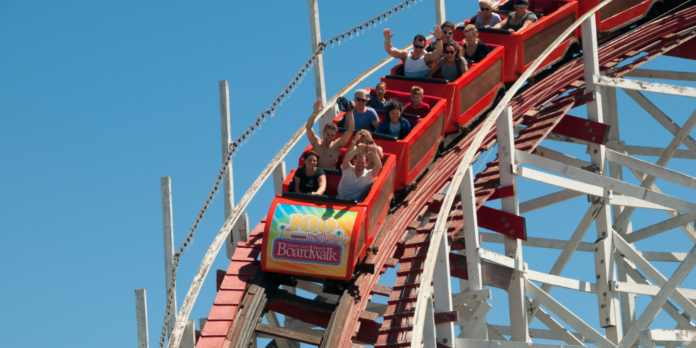 Awful: Teenage lesbian couple violently attacked for kissing at Six Flags http://t.co/IZID7N284Z http://t.co/OJ4PhV5pqC