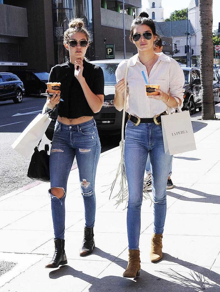 The skinny jeans @KendallJenner and @GigiHadid wear shopping: http://t.co/sfjNY4Rk0w http://t.co/4lGlarevs3