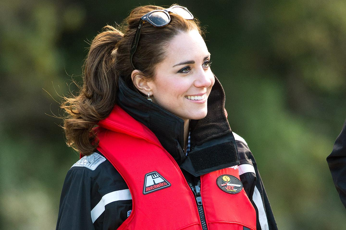 Add breathing underwater to Kate Middleton's growing skill set http://t.co/191pbWiBIr http://t.co/jwQtJc1peo