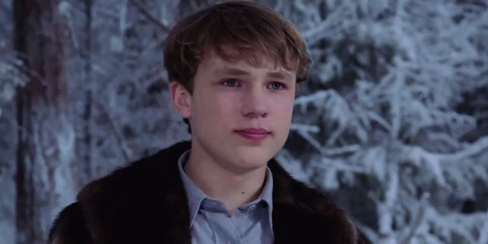 Peter from The Lion, The Witch and The Wardrobe is SUCH a babe now 🔥 http://t.co/M9Z0rsdw86 http://t.co/mstEr5R6F8