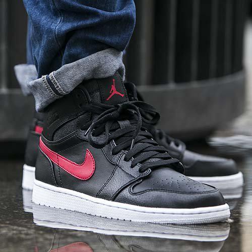 online retailer 19da4 0f518 MoreSneakers.com on Twitter: